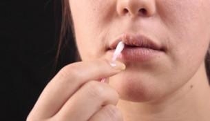 Lippenherpes: schmerzhafte und ansteckende Lippenbläschen