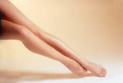 Viel Flüssigkeit und Bewegung kann einer unangenehmen und gefährlichen Thrombose vorbeugen.