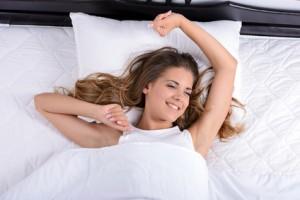 Gutes Aufwachen nach gesundem Schlaf und optimaler Regeneration - apotheken-wissen.de
