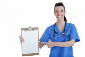 Portrait Krankenschwester mit Clipboard