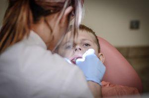 Antiallergischer Zahnersatz - apotheken-wissen.de