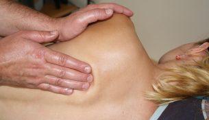 Behandlung von Rückenschmerzen - apotheken-wissen.de