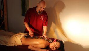 Hot-Stone-Massage - apotheken-wissen.de