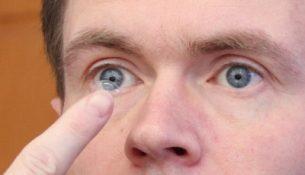 Kontaktlinse einsetzen - apotheken-wissen.de