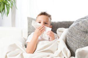 Kind mit Hausstaub-Allergie - apotheken-wissen.de