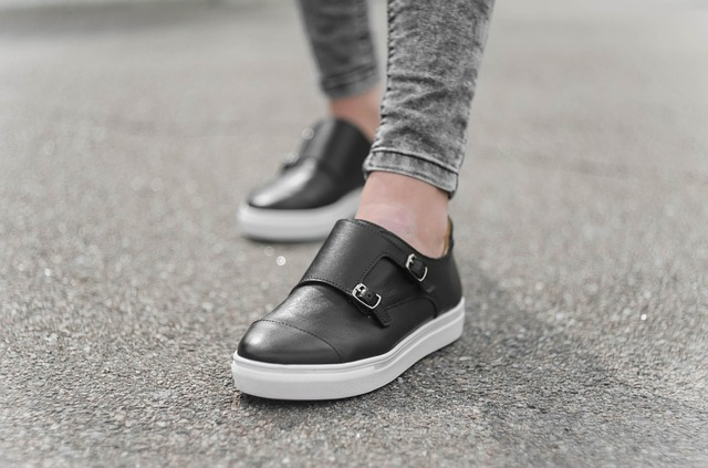 Schuhe richtig anprobieren - apotheken-wissen.de