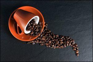 Kaffee und Kaffeebohnen - apotheken-wissen.de