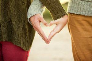 Hände eines Liebespaars