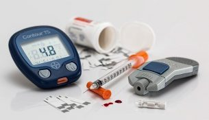 Diabetes: Blutzuckermessung, Insulinspritze