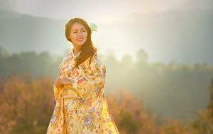 Asiatische Frau nach dem dortigen Schönheitsideal