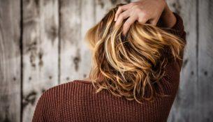 Haare und trockene Kopfhaut