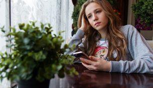 Teenager mit Langeweile